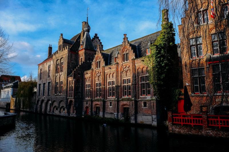 globedge-travel-bruges-canals
