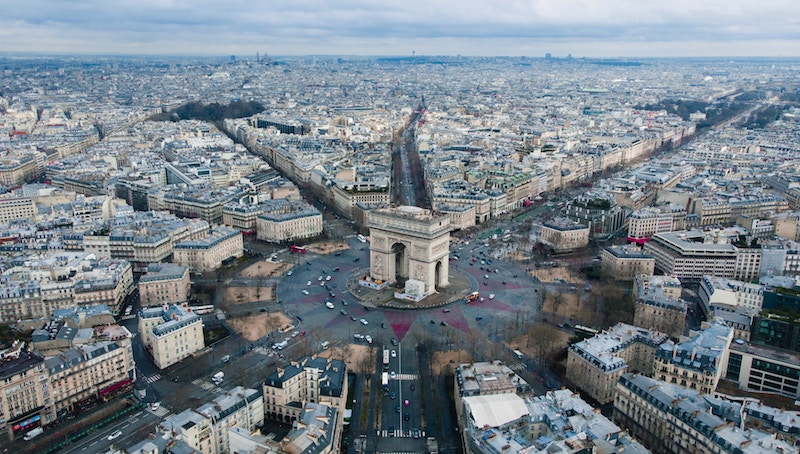 globedge-travel-paris-arc-de-triomphe-roads