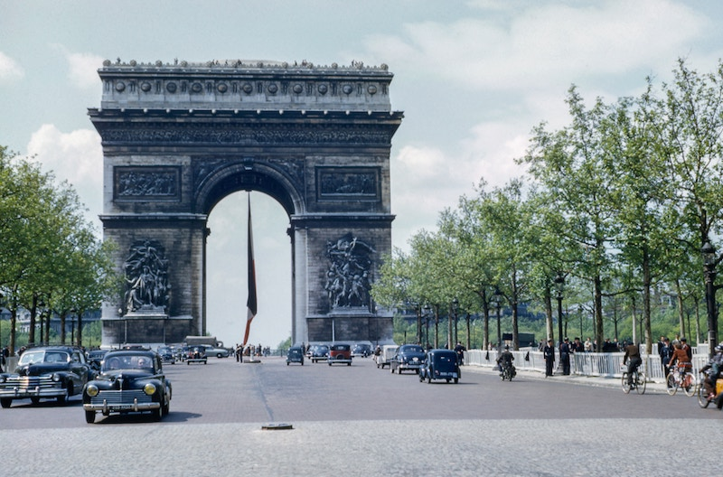 globedge-travel-paris-arc-de-triomphe-size
