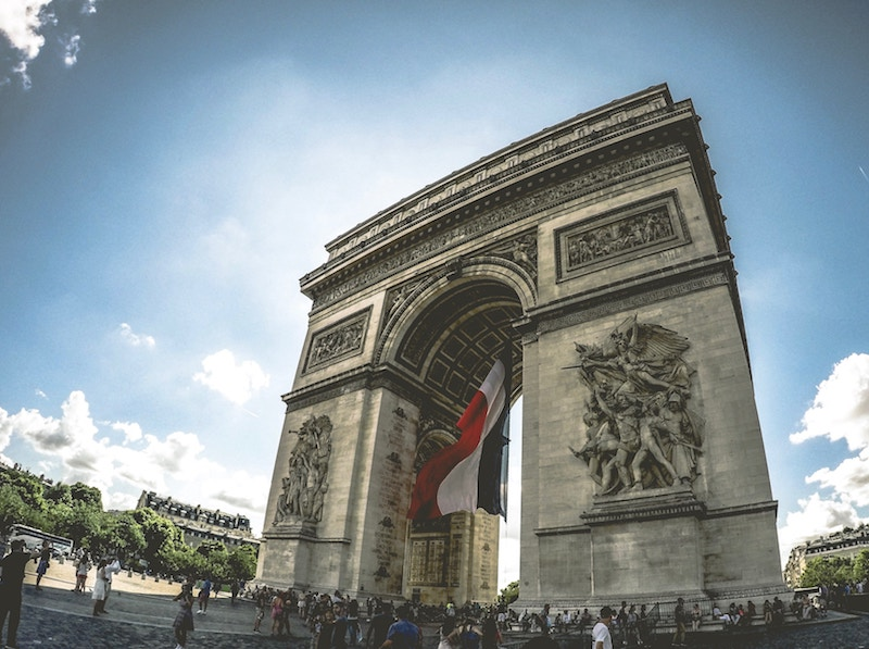 globedge-travel-paris-arc-de-triomphe-stunning
