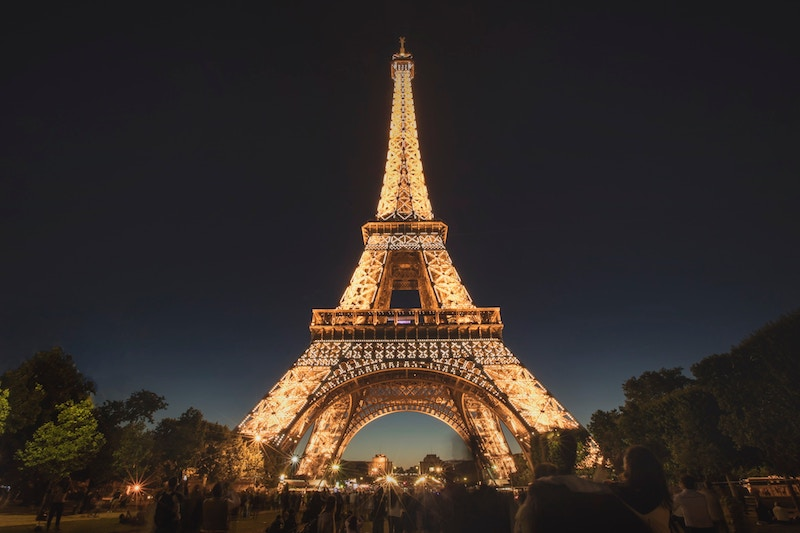 globedge-travel-paris-eiffel-tower-night-lights