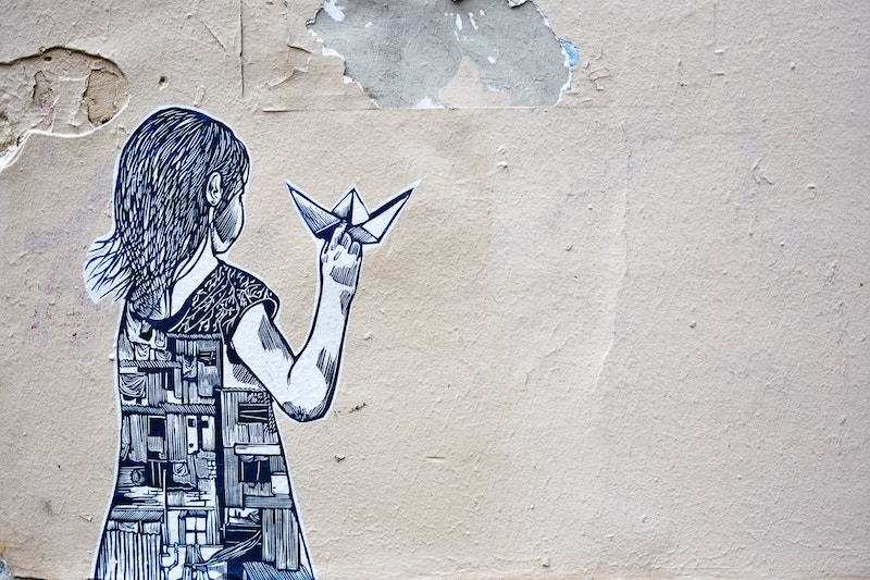 globedge-travel-paris-montmartre-street-art-child