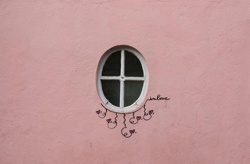 globedge-travel-paris-montmartre-street-art-window-birds