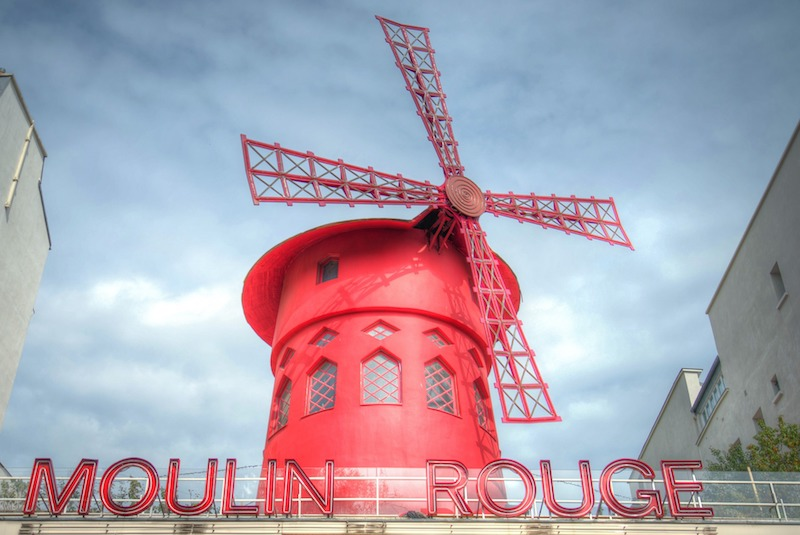 globedge-travel-paris-moulin-rouge-windmill-day