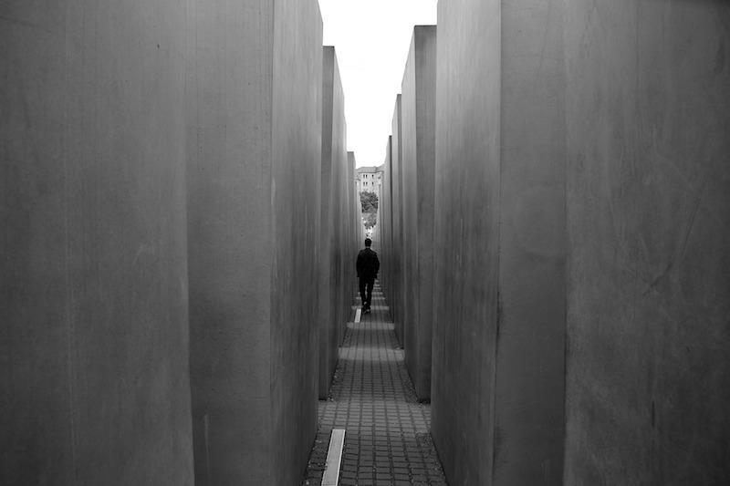 globedge-travel-berlin-holocaust-memorial-inside