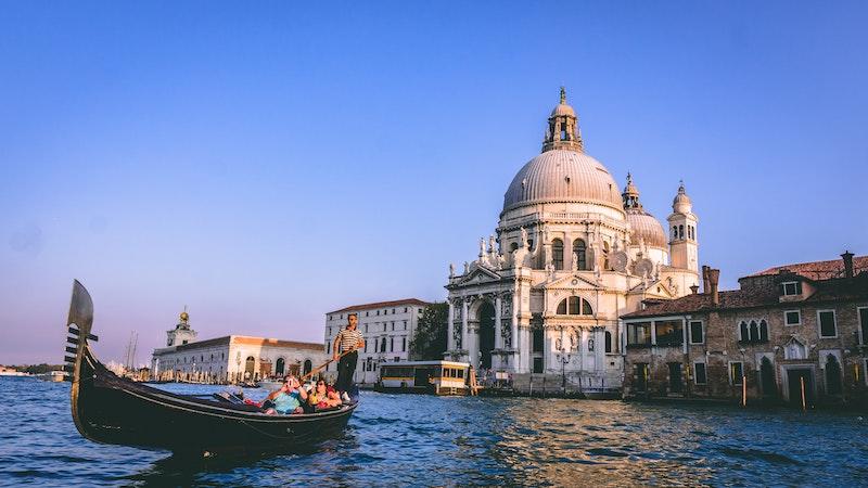 globedge-travel-venice-gondola