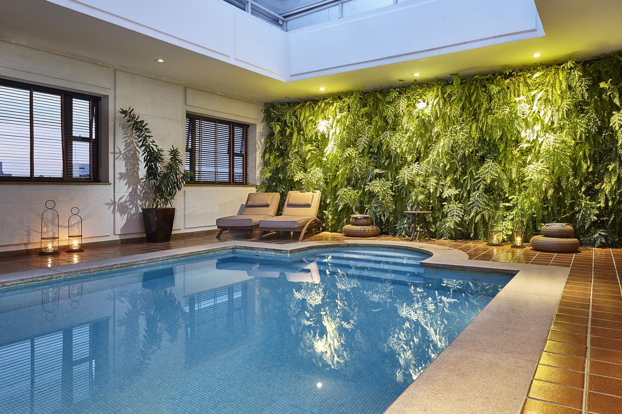globedge-travel-hotels-sao-paulo-lhotel-portobay-pool
