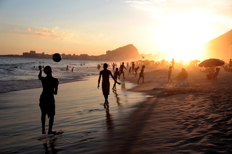 globedge-travel-brazil-rio-de-janeiro-copacabana-sunset