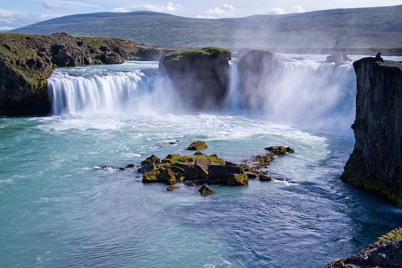 globedge-travel-iceland-waterfalls