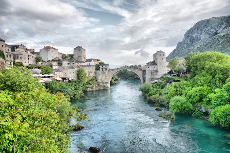 globedge-travel-bosnia-herzegovina-mostar-old-bridge-water